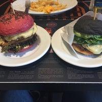 Foto tirada no(a) Jeti's Burger & Grill por Claudio C. em 12/19/2015