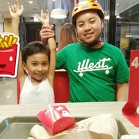 Photo taken at Jollibee by Lady Diane Y. on 7/3/2016