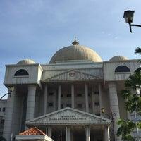 Photo taken at Kompleks Mahkamah Kuala Lumpur (Courts Complex) by Muhammad Faiz M. on 4/19/2017