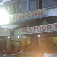 Photo taken at Sea Food 2000 by wahyu h. on 12/4/2013