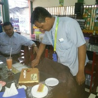 Photo taken at Daeng Ta Raja CotoMakassar by Peggy B. on 8/25/2014