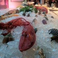 12/7/2012 tarihinde Tyler H.ziyaretçi tarafından Blue Ribbon Brasserie'de çekilen fotoğraf
