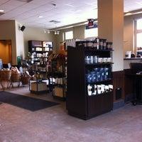รูปภาพถ่ายที่ Starbucks โดย James V. เมื่อ 2/20/2013