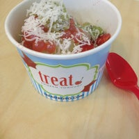 Photo taken at Treat Frozen Yoghurt by Izzy ☆. on 12/23/2012
