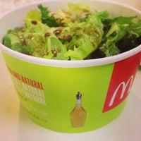 Foto tirada no(a) McDonald's por Érica M. em 2/25/2013