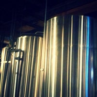 Foto tomada en 10 Barrel Brewing  por Tim N. el 4/16/2015