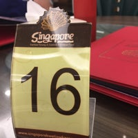 Photo taken at Singapore Kwetiaw Kerang & Seafood by anne t. on 7/18/2017