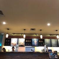 Foto scattata a Starbucks da anne t. il 9/5/2018