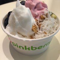 Photo taken at Pinkberry by Lena K. on 9/15/2016