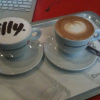 Photo taken at ESPRESSAMENTE ILLY by The J. on 11/24/2012