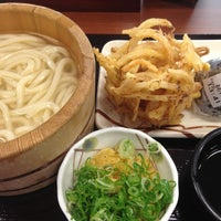 Photo taken at 丸亀製麺 宮崎住吉店 by shiho m. on 10/28/2012