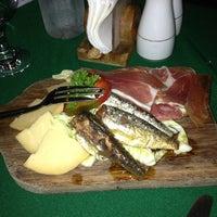 Foto tomada en Casa Armas Tapas Bar y Restaurante por Qly P. el 1/9/2013