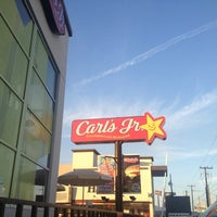Photo taken at Carl's Jr. by Flor G. on 1/19/2013