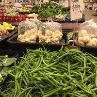 Foto tomada en Charlotte Regional Farmer's Market por Raj K. el 2/6/2018