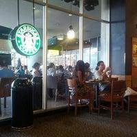 Das Foto wurde bei Starbucks Coffee von Robert Š. am 10/27/2012 aufgenommen
