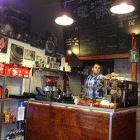 Foto tirada no(a) Tamp & Pull Espresso Bar por Lilla J. em 1/11/2013
