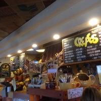 Das Foto wurde bei Yellow Cup Cafe von Leslie H. am 5/23/2014 aufgenommen
