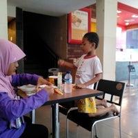 Photo taken at Hoka Hoka Bento by Bambang Saktiyadi @. on 8/15/2014