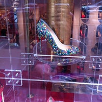 Photo prise au Christian Louboutin par Star F. le2/5/2013