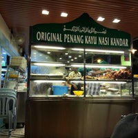 Photo taken at Original Penang Kayu Nasi Kandar by Simon Y. on 2/15/2013