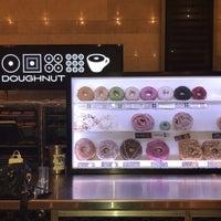 Foto tomada en Doughnut Plant por Hadeel F. el 7/21/2018