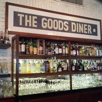Foto tirada no(a) THE GOODS DINER • por Angie J. em 7/11/2012