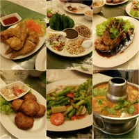 Photo taken at Nine Thai Restaurant by Linda W. on 11/2/2015
