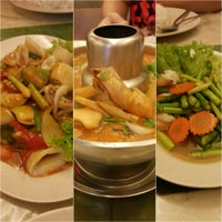 Photo taken at Nine Thai Restaurant by Linda W. on 8/24/2015
