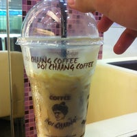 Photo taken at Doi Chaang Coffee by MrPanuwat M. on 1/6/2013