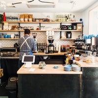 Das Foto wurde bei Fleet Coffee Co von Jeremy W. am 6/10/2016 aufgenommen