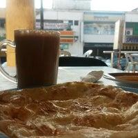 Photo taken at Haji Tapah Nasi Kandar (Melawati Foodcourt) by Azlie M. on 3/8/2014