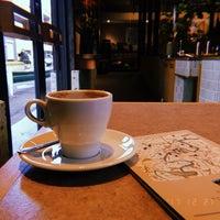 รูปภาพถ่ายที่ Allpress Espresso Tokyo Roastery & Cafe โดย minkuma เมื่อ 12/21/2017