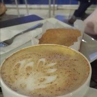 Photo taken at Espresso Café Premium by Ceci F. on 8/8/2014