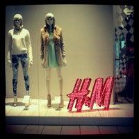 Foto tomada en H&M por Claudia M. el 3/26/2013