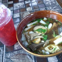 Photo taken at ก๋วยจั๊บล้านช้าง by Suthi C. on 8/30/2014