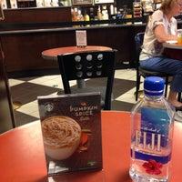 Foto scattata a Barnes & Noble Café (Starbucks) da Osahiro M. il 9/9/2016