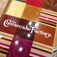 Das Foto wurde bei The Cheesecake Factory von Alex J. am 3/3/2013 aufgenommen