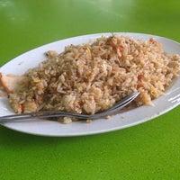 Photo taken at Al Madinah Restaurant by Kamarul W. on 6/5/2014