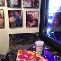 Foto tomada en Joe's Pizza por Stasy A. el 1/6/2018