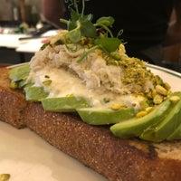 Foto scattata a Saltie Girl Seafood Bar da Lindsay B. il 2/19/2018