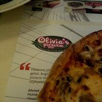 1/26/2013 tarihinde Volkan E.ziyaretçi tarafından Olivia's Pizzeria'de çekilen fotoğraf