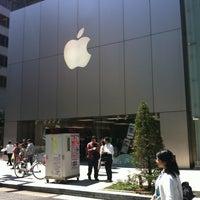 รูปภาพถ่ายที่ Apple Store โดย yvonne s. เมื่อ 5/3/2013