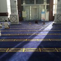 Photo taken at Abdulrahman Saddik Mosque by Omar A. on 5/25/2015