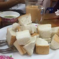 Photo taken at ป้าแอ๊ะ นมสด ขนมปังสังขยา by Seven P. on 11/12/2016