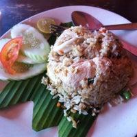 Photo taken at Pormtip Thai BBQ Seafood Restaurant by ŃôRMåÑ . on 2/8/2013