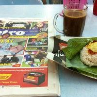 Photo taken at Restoran Farah Maju & Catering by ŃôRMåÑ . on 2/6/2013