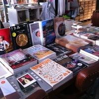 Foto diambil di Shibuya Publishing & Booksellers oleh Onose N. pada 1/27/2013