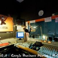 Foto scattata a Radio Città Fujiko 103.100 da Lorenzo P. il 3/11/2013