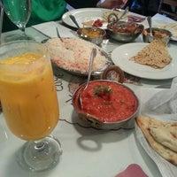 Das Foto wurde bei India Quality Restaurant von Denise P. am 3/17/2013 aufgenommen