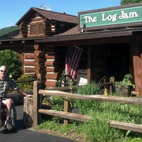 Foto tomada en The Log Jam Restaurant  por Andy K. el 6/3/2013